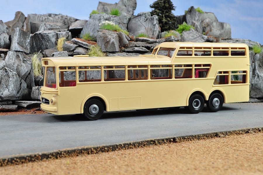 Macheta autobuz