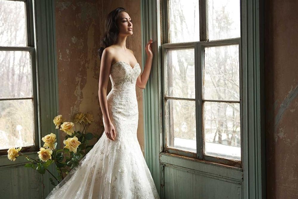 Rochie de mireasa Allure Bridals 9051