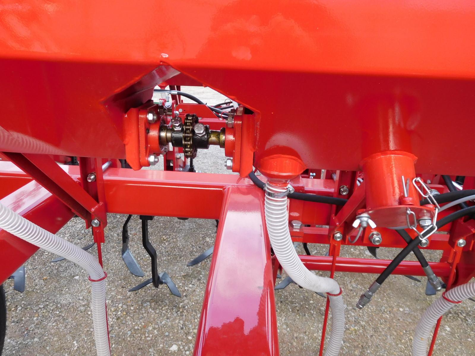 Cultivator Komaromi-Gep model ABK 116 pliabil hidraulic, cu  îngrăşăminte în Big Bag