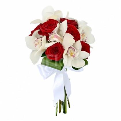 Buchet trandafiri grena cu orhidee alba