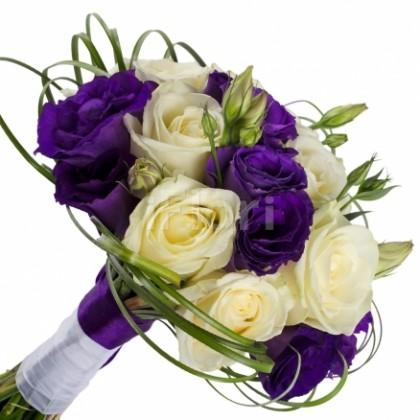 Buchet mireasa din trandafiri si lisianthus