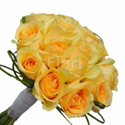 Buchet de mireasa din trandafiri somon