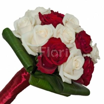 Buchet cu trandafiri crem si rosii
