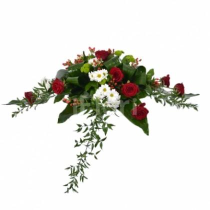 Prezidiu din crizanteme cu trandafiri