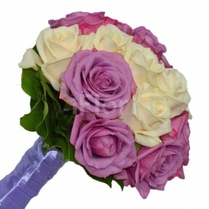 Buchet mireasa trandafiri mov si crem