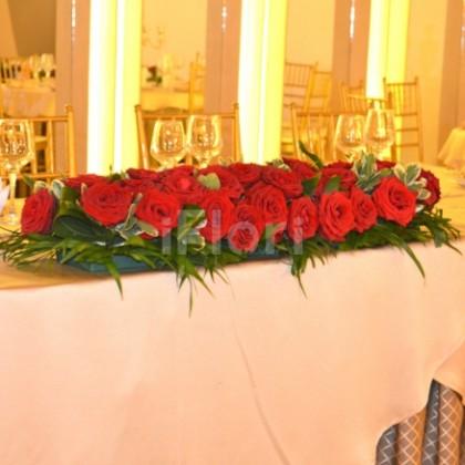 Prezidiu cu trandafiri rosii
