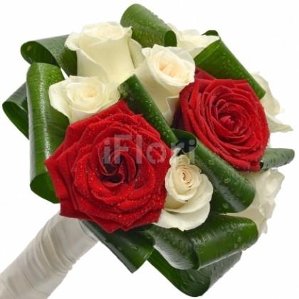 Buchete de mireasa din trandafiri rosii si albi