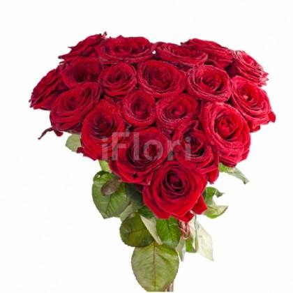 Buchet inima din 19 trandafiri rosii