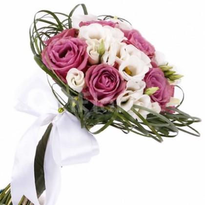 Buchet mireasa trandafiri mov si lisianthus