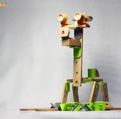 Puzzle din lemn 3D care se face elicopter, robot sau girafa