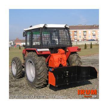 Echipare tractor universal cu utilaj forestier