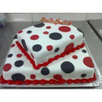 Tort martipan rosu, negru si alb