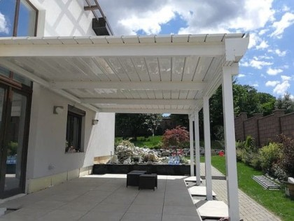 Pergole retractabile pentru terase