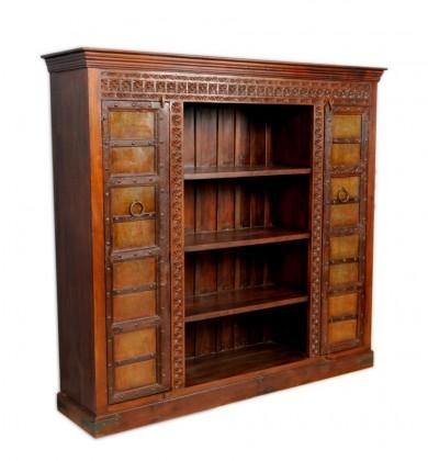 Cumpara mobila veche din lemn lucrata artistic