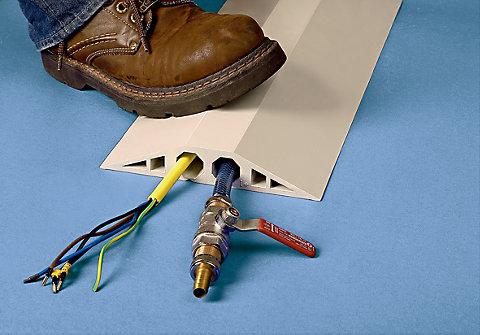 Plinta cabluri