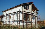 Constructie casa la rosu