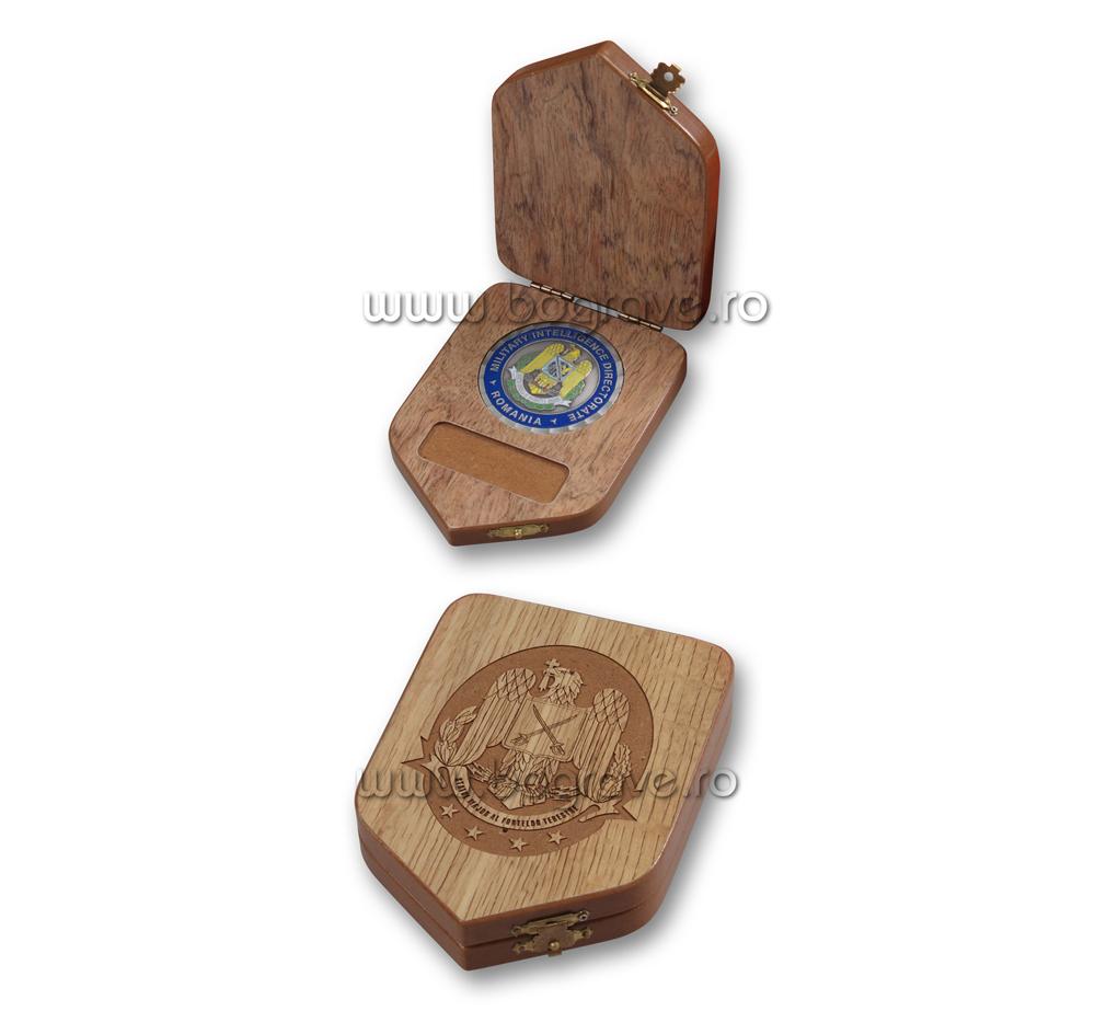 Cutii lemn medalii